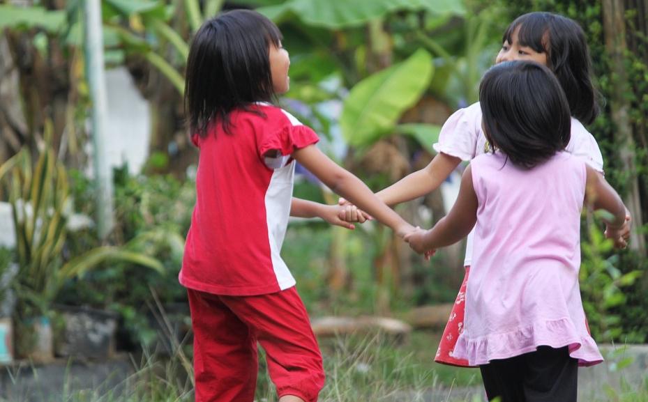 děti tančí