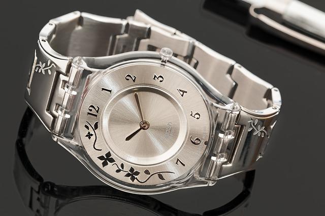 stříbrné hodinky, květinka
