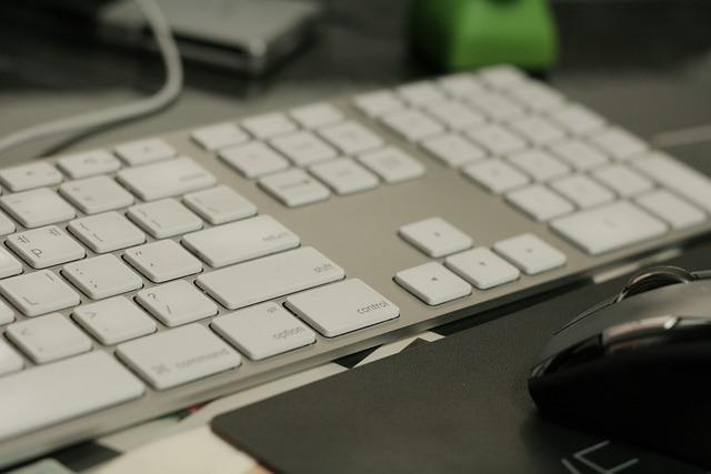klávesnice a myš počítače.jpg